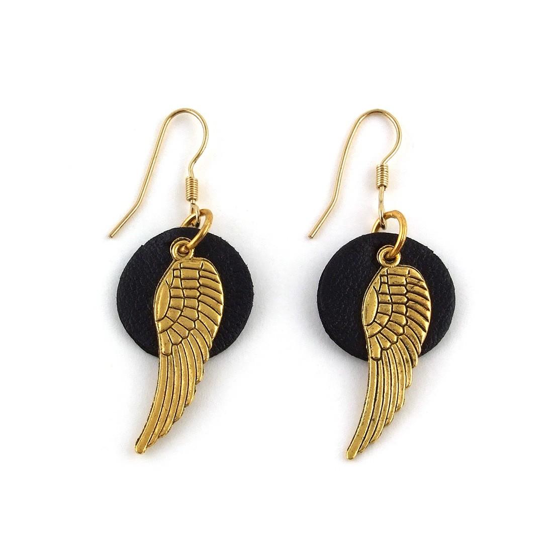 boucles d 39 oreilles cuir noir et ailes dor es clara ds boucles d 39 oreilles les cr ateurs de. Black Bedroom Furniture Sets. Home Design Ideas