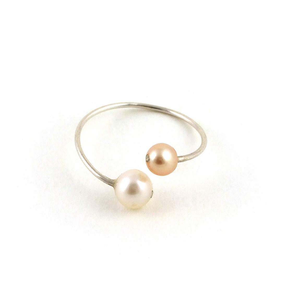 bague en argent perles de culture rose et blanche diane de navacelle bagues les cr ateurs. Black Bedroom Furniture Sets. Home Design Ideas